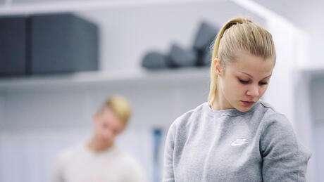 Student i gymnastiksal
